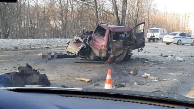 Два человека погибли вДТП сгрузовиком вНовомосковске