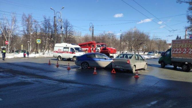 Двое детей пострадали в ДТП в Екатеринбурге
