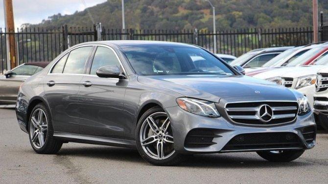 Удвух моделей Mercedes-Benz выявлен риск возгорания