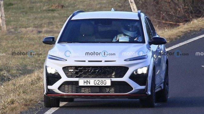 Надорогах появился «мул» кроссовера Hyundai Kona N