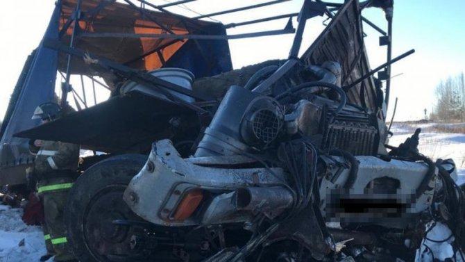 Водитель МАЗа погиб в ДТП с поездом в Сандовском районе Тверской области