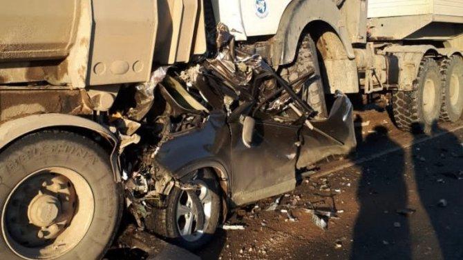 В Челябинской области фура раздавила легковушку – водитель погиб