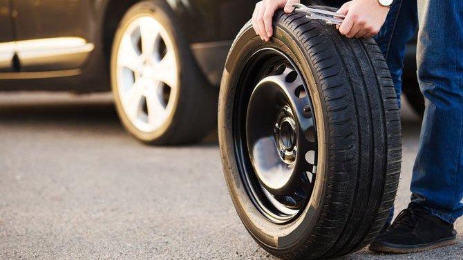 Можноли получить штраф засмену колеса наобочине