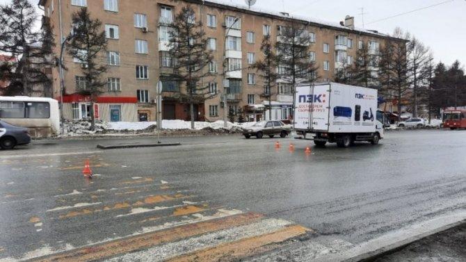 В Новосибирске грузовик сбил девочку