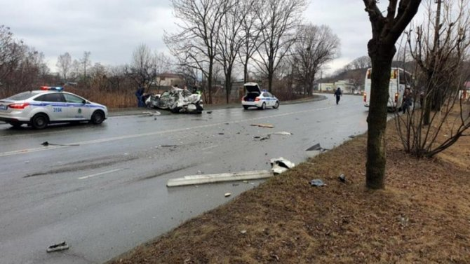 В Находке в ДТП с автобусом, перевозившим детей, погиб человек