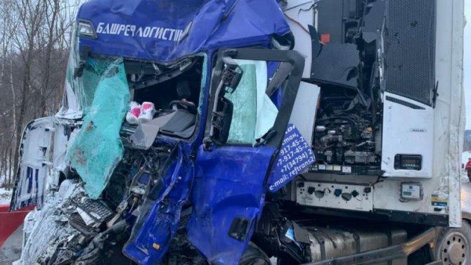 В ДТП с фурами в Челябинской области погиб человек