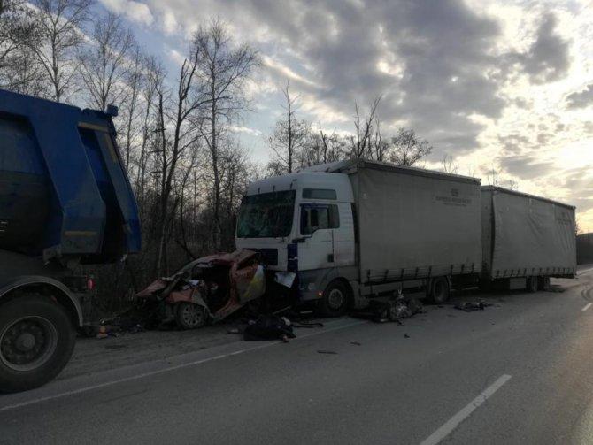 Водитель такси погиб в ДТП между двумя фурами под Миассом (1)