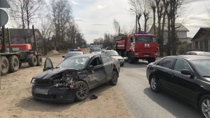 Женщина и ребенок пострадали в ДТП с пожарной машиной в Твери