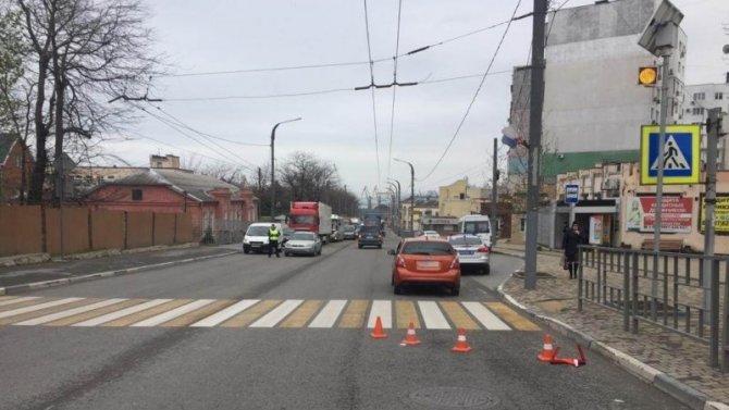 В Новороссийске иномарка сбила 12-летнего ребенка на переходе