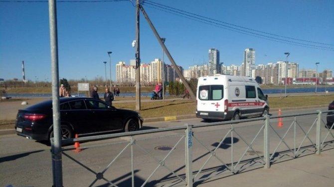 В Приморском районе Петербурга Mercedes сбил подростка на велосипеде