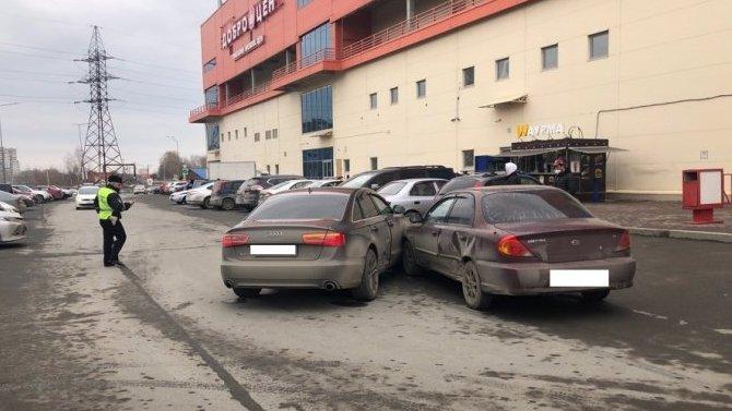 5-летний ребенок пострадал в ДТП на парковке в Екатеринбурге