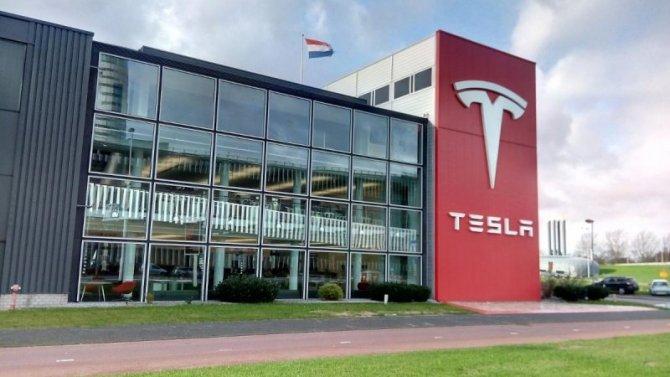 Tesla получила рекордную прибыль заодин квартал
