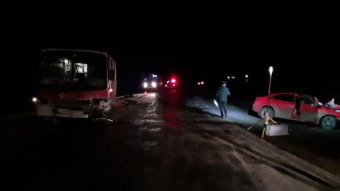В ДТП с автобусом в Кировской области погиб человек
