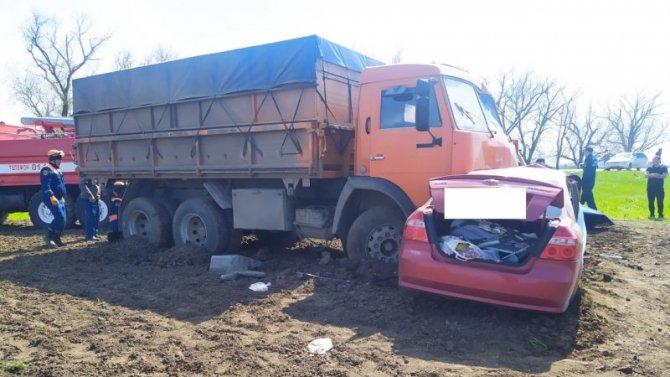 Четыре человека, включая ребенка, погибли в ДТП на Ставрополье
