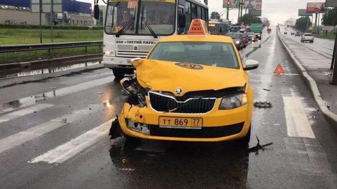 ВРоссии выросло число погибших вДТП сучастием пьяных таксистов