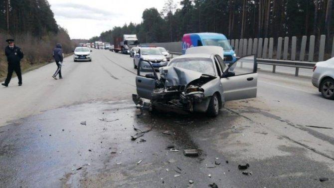 В Екатеринбурге в ДТП с трактором пострадали 4 человека