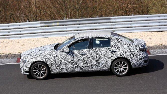 Надорогах появился прототип обновлённого Mercedes-AMG C63