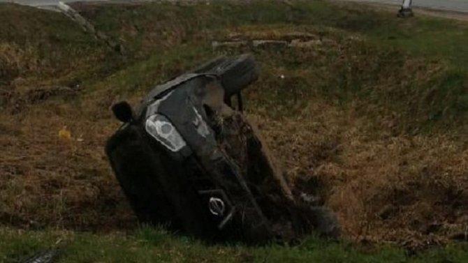 Женщина сломала позвоночник при опрокидывании авто в Тверской области