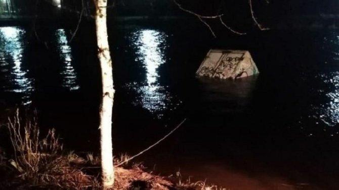 Мужчина утонул в «Газели» в Волховском районе Ленобласти