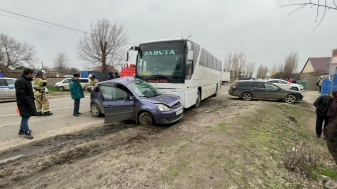 В Сальске в ДТП с автобусом погиб человек