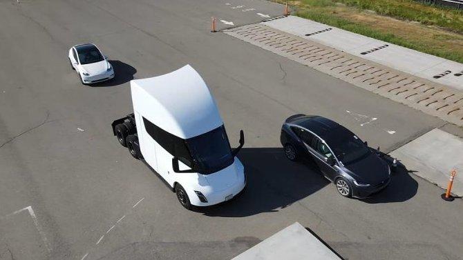 Начались испытания электрогрузовика Tesla Semi ирестайлингового кроссовера Tesla Model X