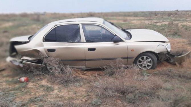 20-летняя девушка пострадала при опрокидывании автомобиля в Астраханской области