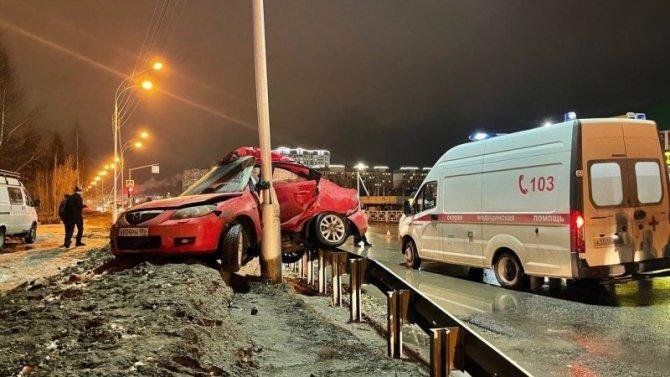 В Нижневартовске иномарка врезалась в столб – водитель погиб