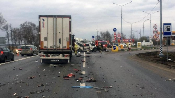 В ДТП с фурой в Калужской области погиб водитель микроавтобуса