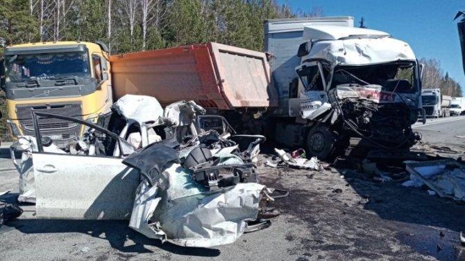 В массовом ДТП на трассе Тюмень – Екатеринбург погиб человек