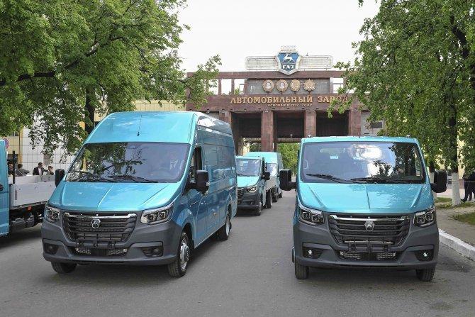 Автомобили ГАЗель NN выезжают из Главной проходной ГАЗа