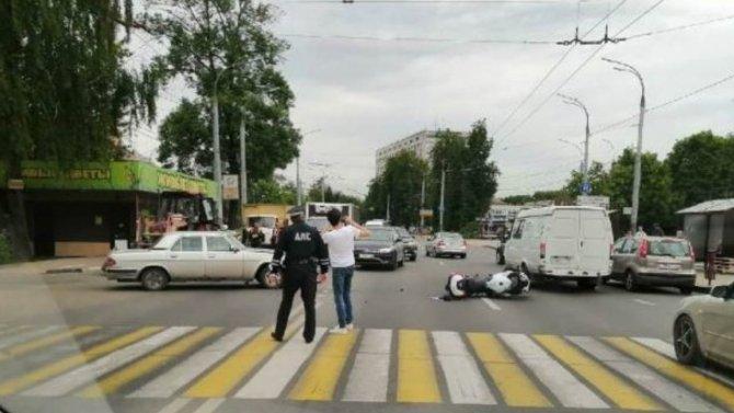 Мотоциклист пострадал в ДТП в Брянске