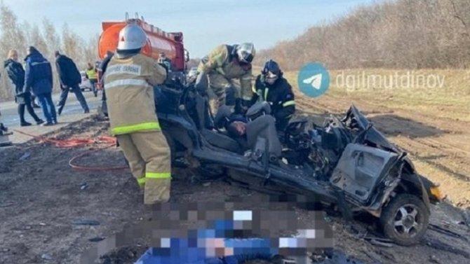 Два человека погибли в ДТП с бензовозом в Мелеузовском районе Башкирии
