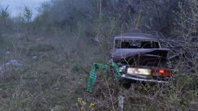 В Новоаннинском районе Волгоградской области при опрокидывании ВАЗа погиб человек