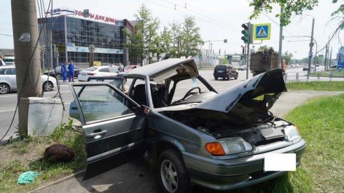 Водитель ВАЗа погиб в ДТП в Челябинске