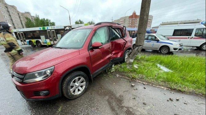 Женщина и ребенок пострадали в ДТП в Великом Новгороде