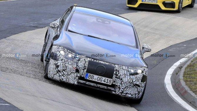 На «Нюрбургринге» появился форсированный Mercedes-AMG EQS