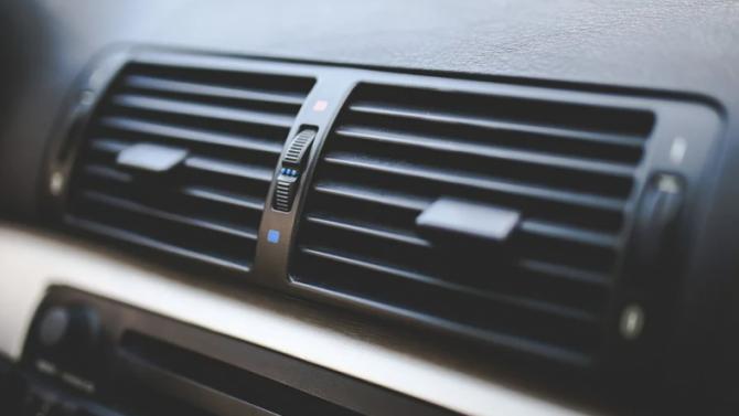Стоитли увлекаться дозаправкой кондиционера автомобиля ради «профилактики»
