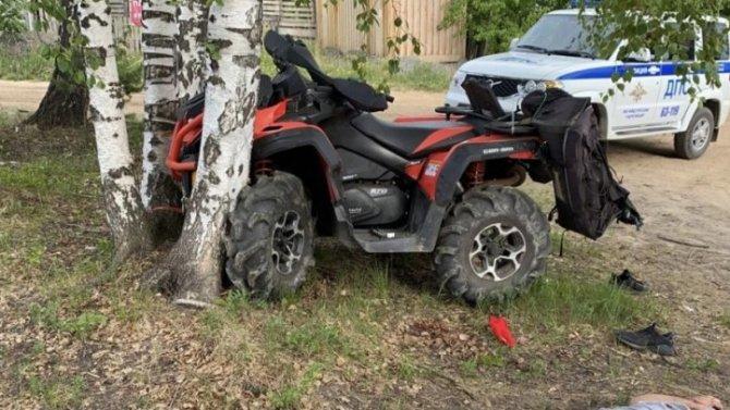 Под Екатеринбургом квадроцикл врезался в дерево – водитель погиб