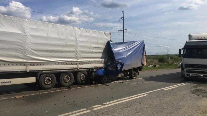 Водитель «Газели» погиб в ДТП в Волжском районе Самарской области