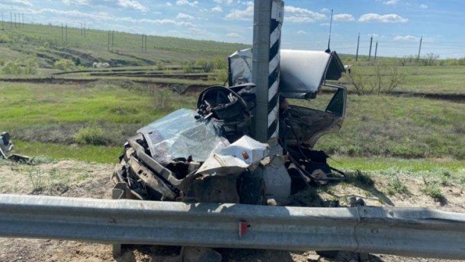 В Городищенском районе Волгоградской области автомобиль врезался в столб – водитель погиб