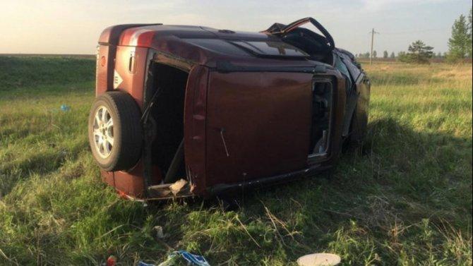 Под Воронежем при опрокидывании автомобиля погиб человек