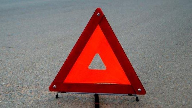 В Твери на проспекте Победы столкнулись легковушка и грузовик