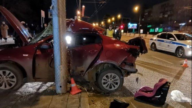 Водитель иномарки погиб в ночном ДТП в Новосибирске