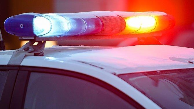 Автомобиль сбил женщину с ребенком на остановке в Подмосковье