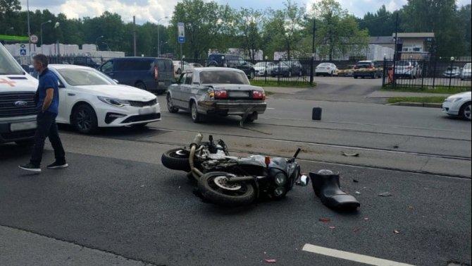 Мотоциклист пострадал в ДТП в Красногвардейском районе Петербурга