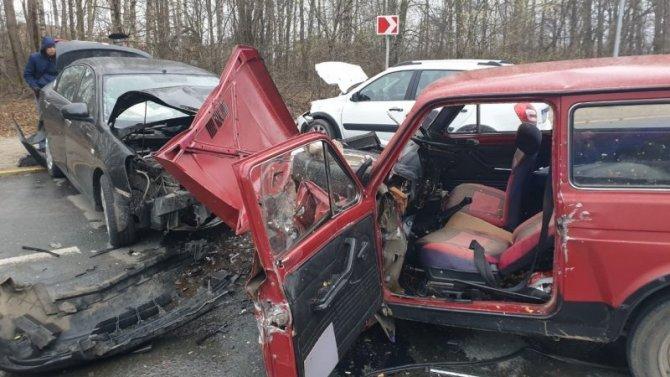 Семь человек пострадали в ДТП на подъезде к Чебоксарам