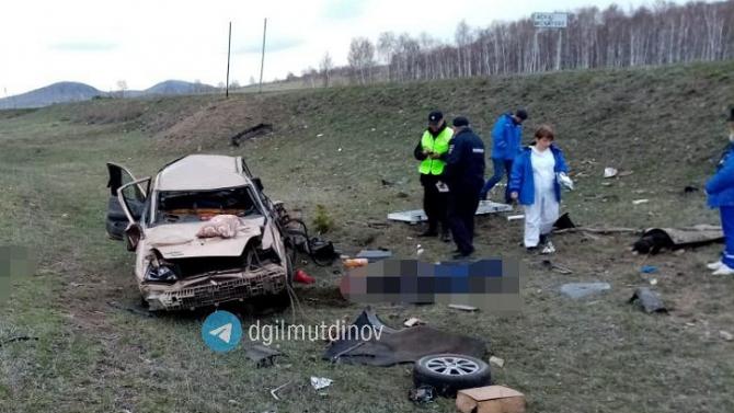 Три человека погибли при опрокидывании автомобиля в Башкирии