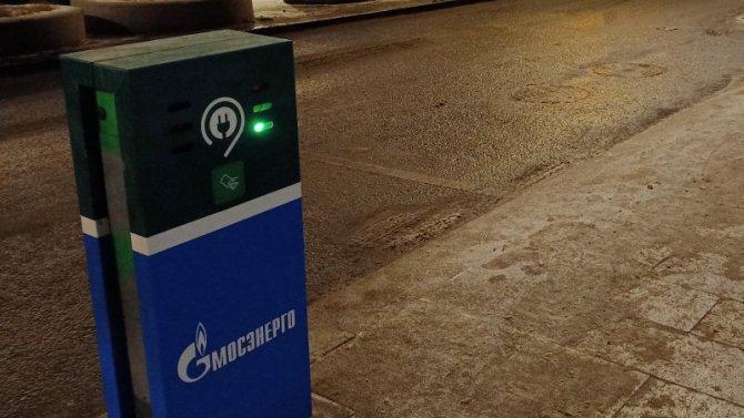 Вмосковском Дептрансе подсчитали электромобили, которые бесплатно паркуются нагородских парковках