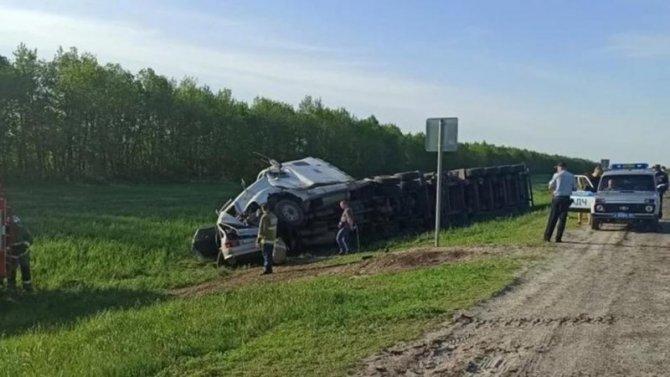 Четыре человека погибли в ДТП с фурой в Саратовской области