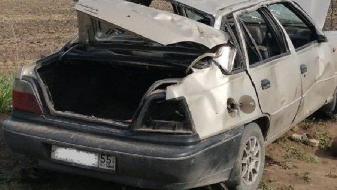 Два человека погибли при опрокидывании автомобиля в Кормиловском районе Омской области